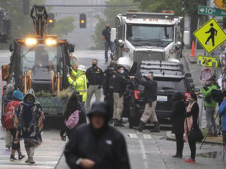 «Чьи улицы? Наши улицы!». Что происходит в зонах протестов?