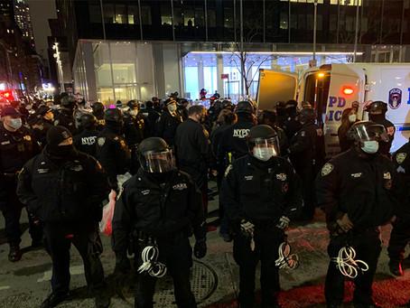 Новые протесты BLM в Манхэттене: пострадали двое полицейских, 11 человек арестованы