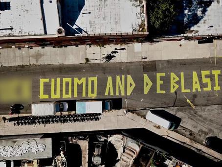 """Массивная надпись """"F – k Куомо и де Блазио"""" появилась в Бруклине"""