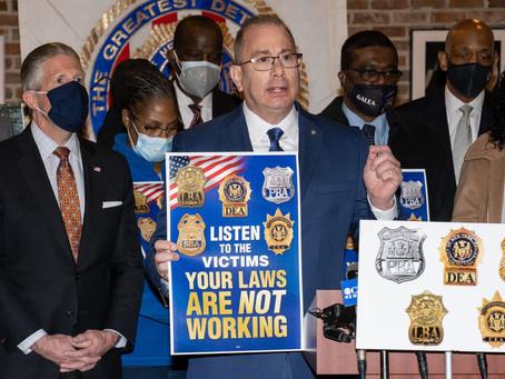 Полиция Нью-Йорка: рост преступности увеличивается. Залоговая реформа усугубляет положение.