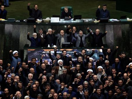 «Смерть Америке!», - скандирует иранский парламент