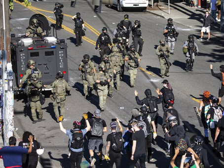 Протестующие Сиэтла подали иск на город: им пришлось купить снаряжение для защиты от полиции