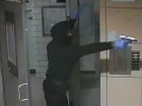 Полиция разыскивает мужчину, открывшего стрельбу в Южном Бруклине