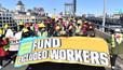 Протестующие в Нью-Йорке требуют повышения налогов для богатых и поддержки нелегальных мигрантов