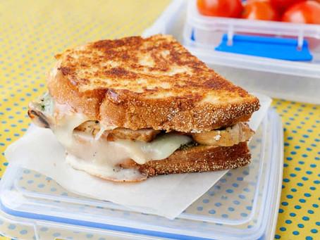 Жена готовила мужу сэндвичи на работу, чтобы сэкономить на фастфуде, а он их продавал