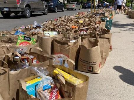 В Миннеаполисе улицы заполнены бесплатными продуктами для пострадавших от протестов