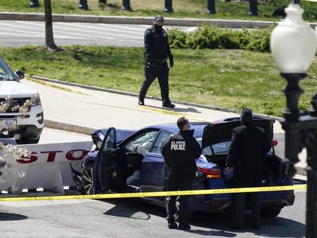 Неизвестный протаранил машину полиции у Капитолия и пытался атаковать офицеров ножом