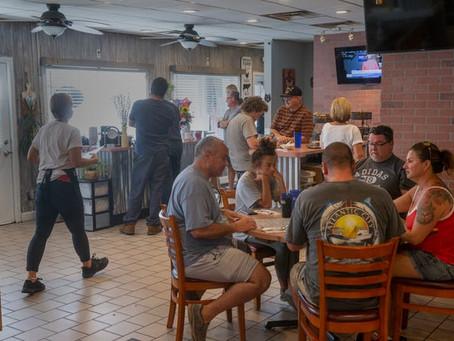 Владелец закусочной отказался прекращать обслуживание в помещении