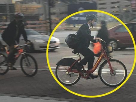 Министр транспорта США передвигается на велосипеде… или делает вид, что это так?!