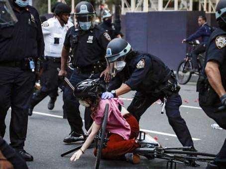 Нью-йоркскую полицию будут судить за реакцию на протесты BLM