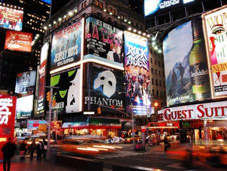 Нью-Йорк откроет пункты вакцинации для работников театров, чтобы скорее вернуть Бродвейские шоу