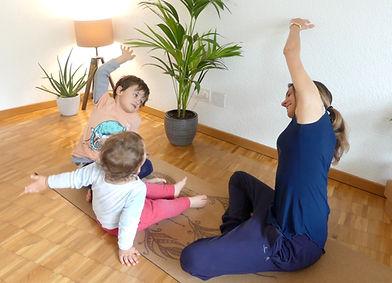 professeur de yoga prenatal