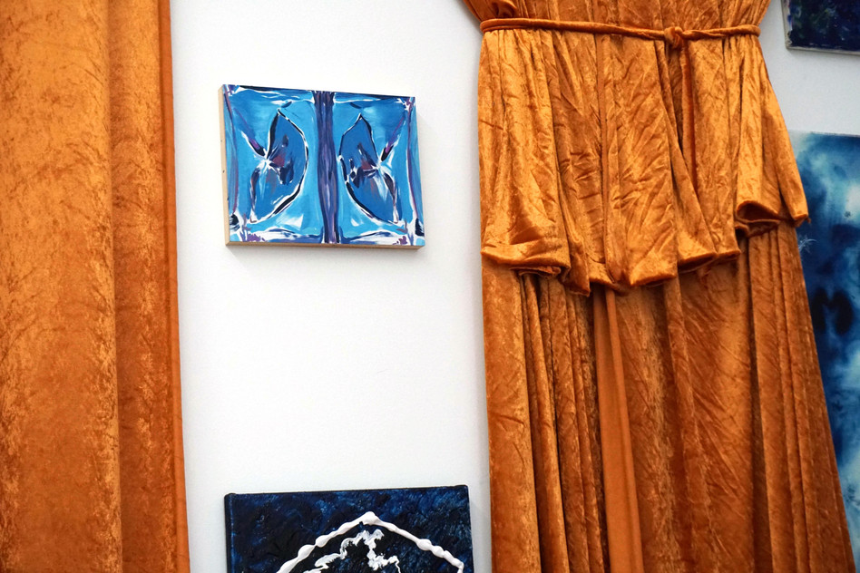 installation view, HARSH ASTRAL, Galerie Francesca Pia, 2018 (one of the MUTANT AUTOPILOT BRUSHES); untitled, oil on canvas, 23 x 30cm, 2018
