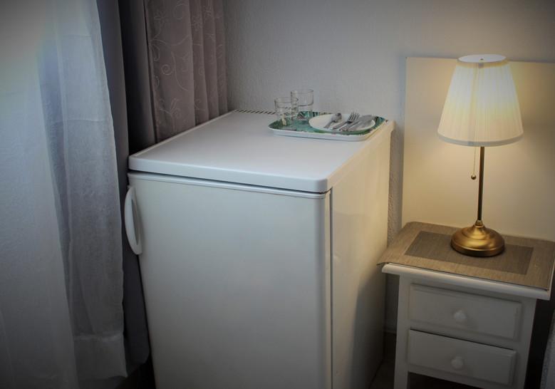 kaikissa huoneissa on jääkaappi