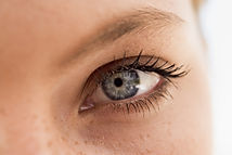 Optimized-womans-eye-close-up_HF7gXYTCrs
