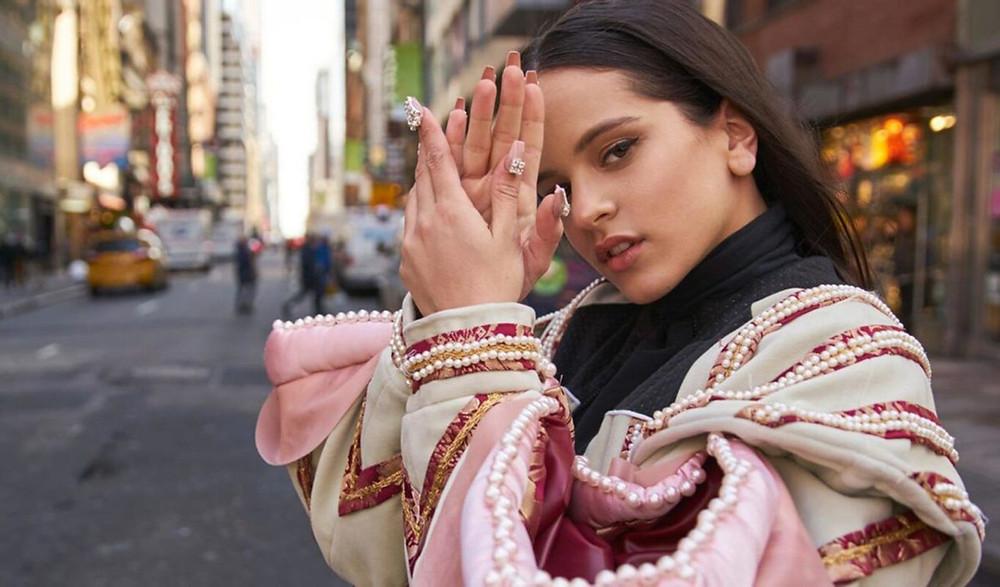 """Rosalía lança """"Dolerme"""" e fala sobre saúde mental em tempo de quarentena"""