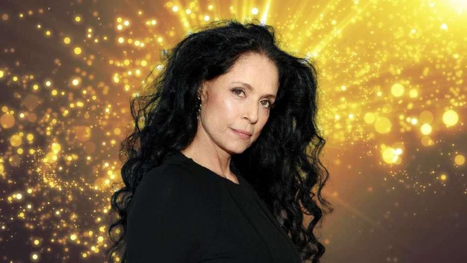 """Sônna Braga estrelou filmes como """"Dona Flor e Seus Dois Maridos"""", """"O Beijo da Mulher Aranha"""", """"Aquarius"""" e """"Bacurau"""", além de séries como """"Sex and the City"""" e """"CSI"""""""