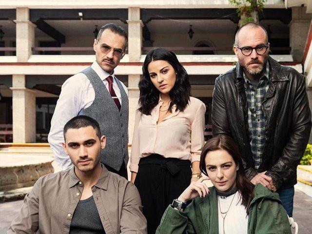 """Bastidores da primeira temporada de """"Desejo Sombrio, nova série da Netflix, com Maite Perroni e Alejandro Speitzer."""