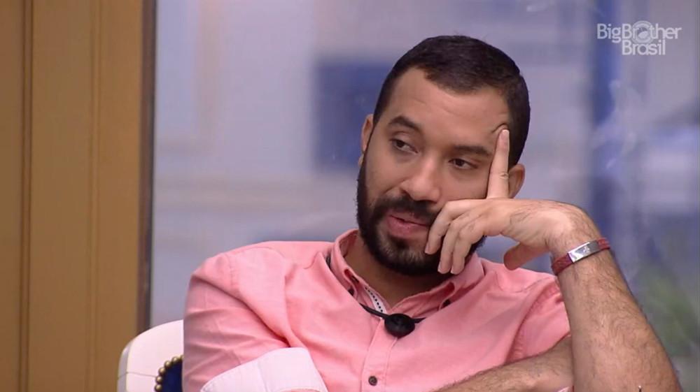 "Gilberto Nogueira, do ""BBB 21"", teve sua negritude questionada por Nego Di"