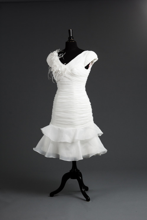 New size 8 white fitted removable train you get 2 dresses in 1 with this dress the long train is attached by strong velcro and can be removed to create a short reception dress junglespirit Image collections