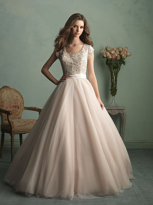 Size 4 NEW Champagne Lace Ballgown