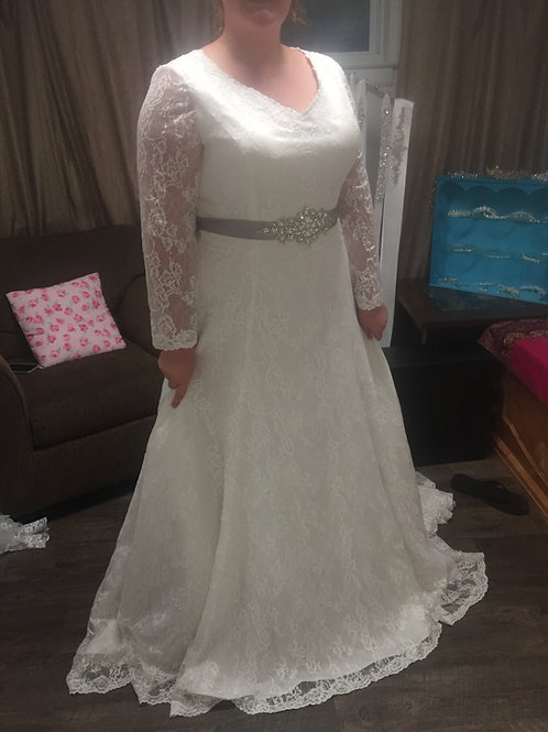 Size 24 NEW White Lace Long Sleeve