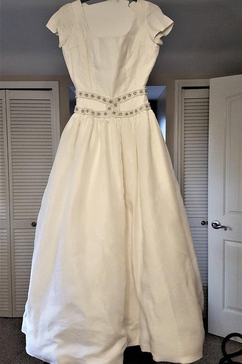 Size 10/12 Candlelight White Carmela SuTera