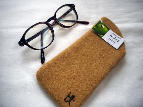 キルギス羊毛フェルト メガネケース 草木染め/くるみ(送料込み)