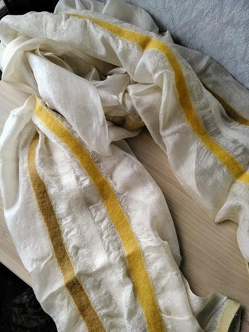 キルギス羊毛フェルト シルクスカーフ サイズ/大 草木染/エスパルセット(送料込み)