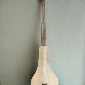 キルギス伝統楽器コムズとチョポチョール