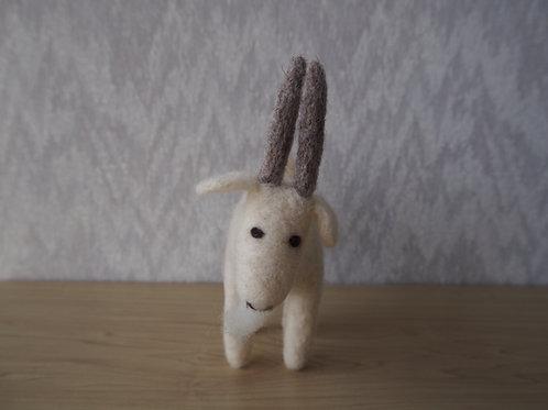 キルギス羊毛フェルト  動物マスコット ヤギM