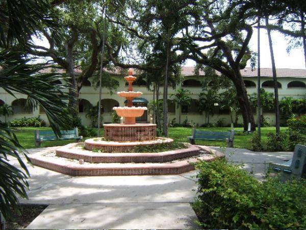 azu_coral_way_campus_photos_1549_m.jpg