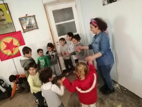 Kindergarten im Container-Camp Lavrio erfreut sich grosser Beliebtheit