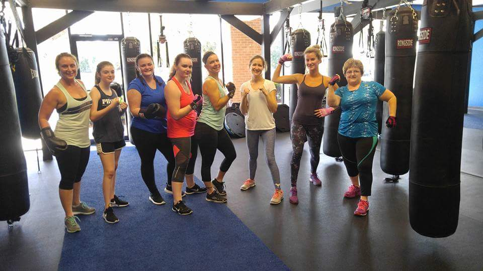 gym members having fun at physique fitness