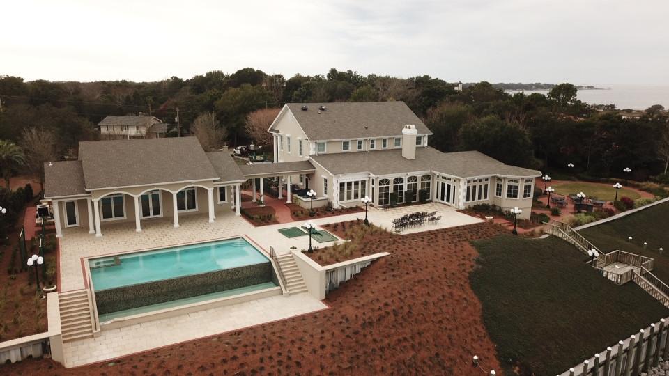 BearJr. Poolh House & Pool