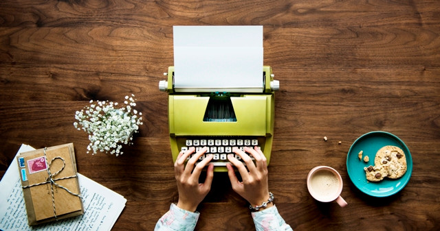 "<a  data-cke-saved-href=""https://www.freepik.com/free-photo/aerial-view-of-a-woman-typing-on-a-retro-typewriter-blank-paper_2976036.htm"" href=""https://www.freepik.com/free-photo/aerial-view-of-a-woman-typing-on-a-retro-typewriter-blank-paper_2976036.htm"">Designed by Rawpixel.com</a>"