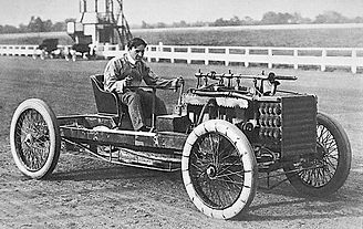 Henry Ford at the tiller of his 1902 999.jpg
