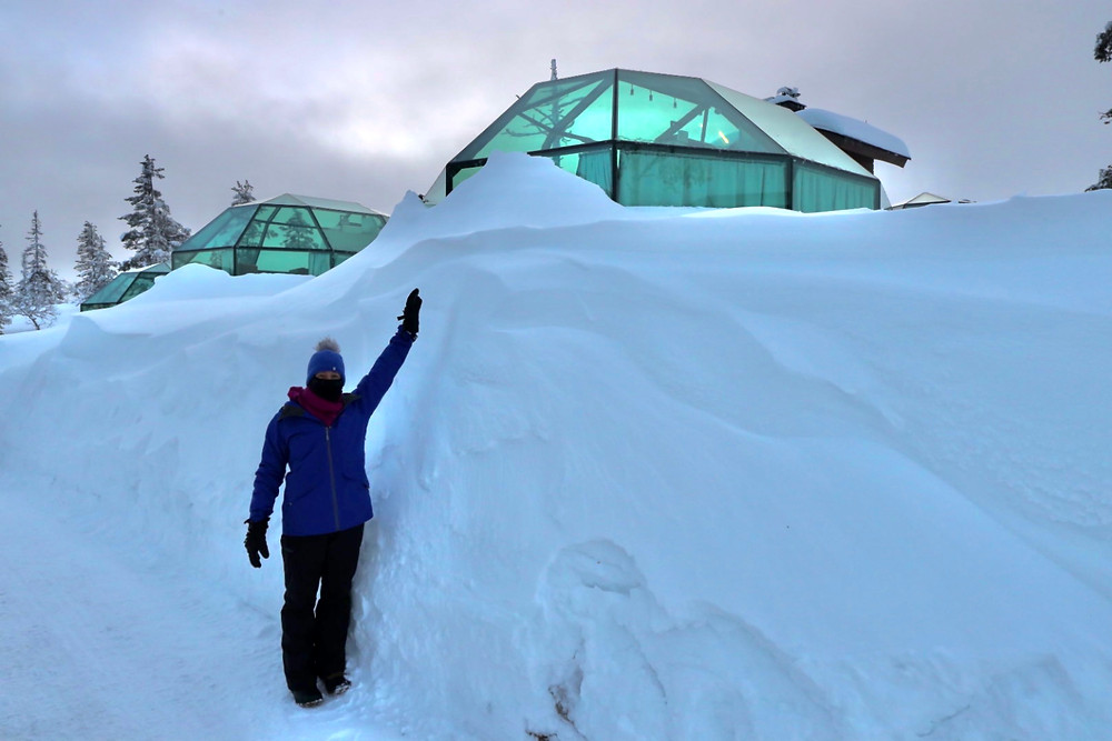 Snow height at the glass igloos
