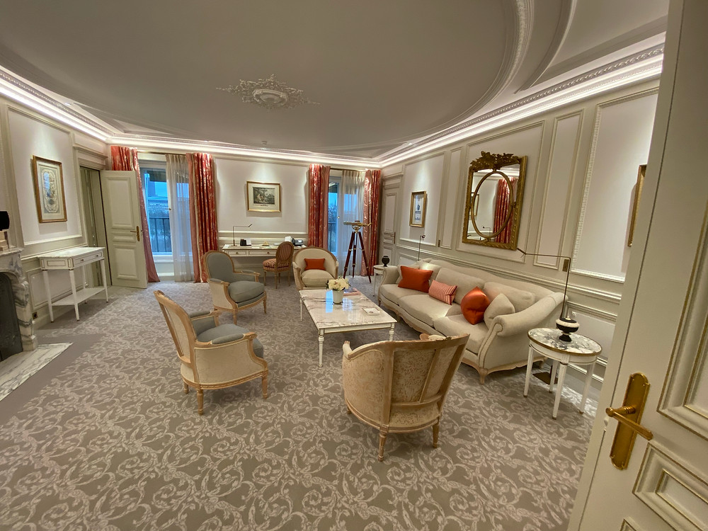 Adjoining room with a suite in the hotel.