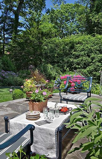 finadesign.com  Gardens Made for Outdoor Entertainment