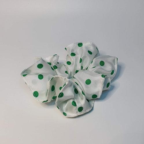 Haargummi/Scrunchie Weiß mit grünen Tupfen