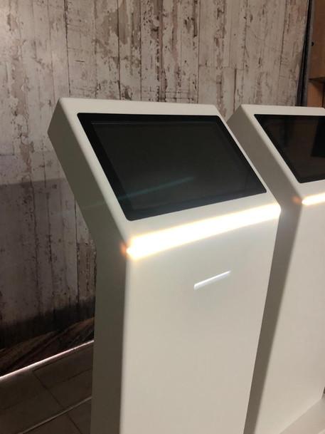"""Kiosco Corian Modelo Z 16"""""""