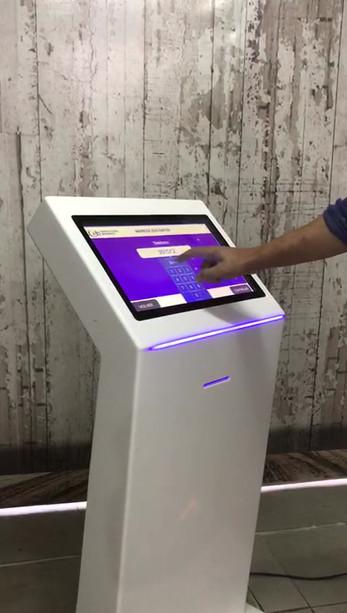Kiosco Modelo Z fabricado en superficie solida
