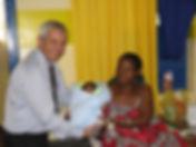 טקס ברית מילה שנערך בשבט הזולו בדרום אפריקה בידי המוהל הרופא דוקטור שקולניק A circumcision ceremony conducted at the Zulu people by a mohel physician Dr. Zvi Shkolnik