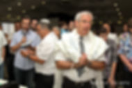 טקס ברית מילה יהודית שנערך בידי המוהל הרופא דוקטור שקולניק A Jewish circumcision ceremony conducted by a mohel physician Dr. Zvi Shkolnik
