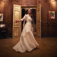 Jeannine_Wedding%20dress%20move_edited.j