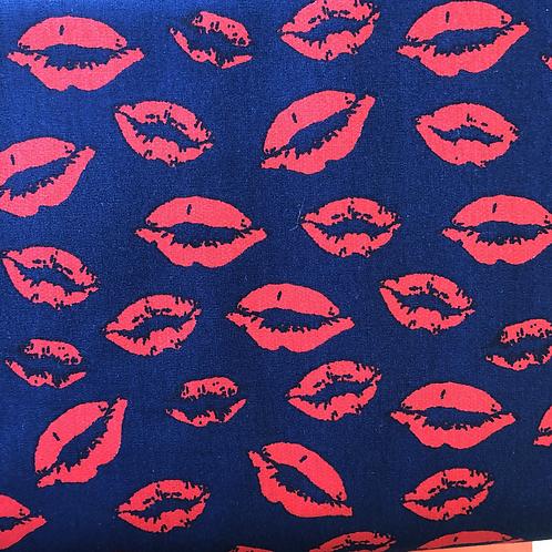 von HeiQ Stoff dunkelblau mit Lippen