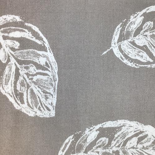 Bedruckter Baumwollsatin beige/ creme mit Blätterprint