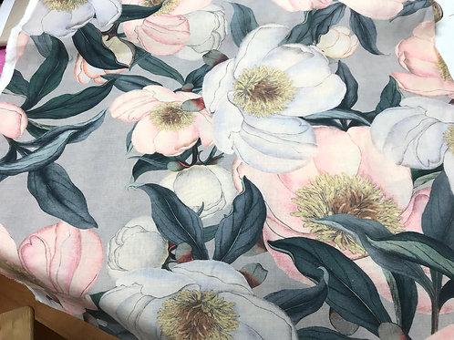Bedruckter Leinenstoff mit Blumenprint