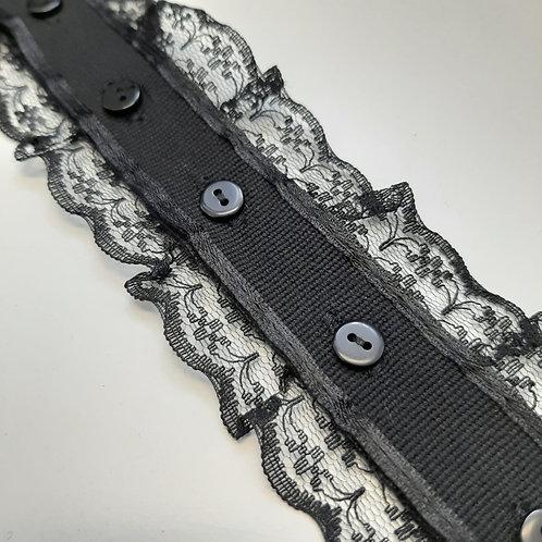 Dekoratives Rüsche mit Knopfverschluss schwarz, 50mm